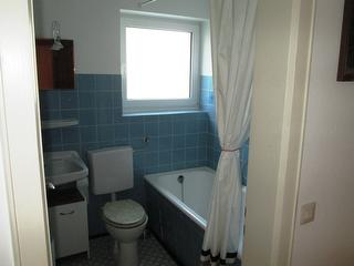 separates Bad/WC
