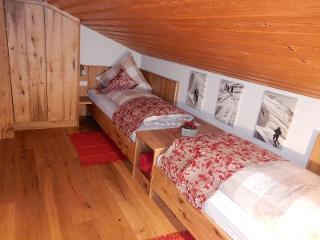 extra Mansarden-Schlafraum mit 2 Einzelbetten