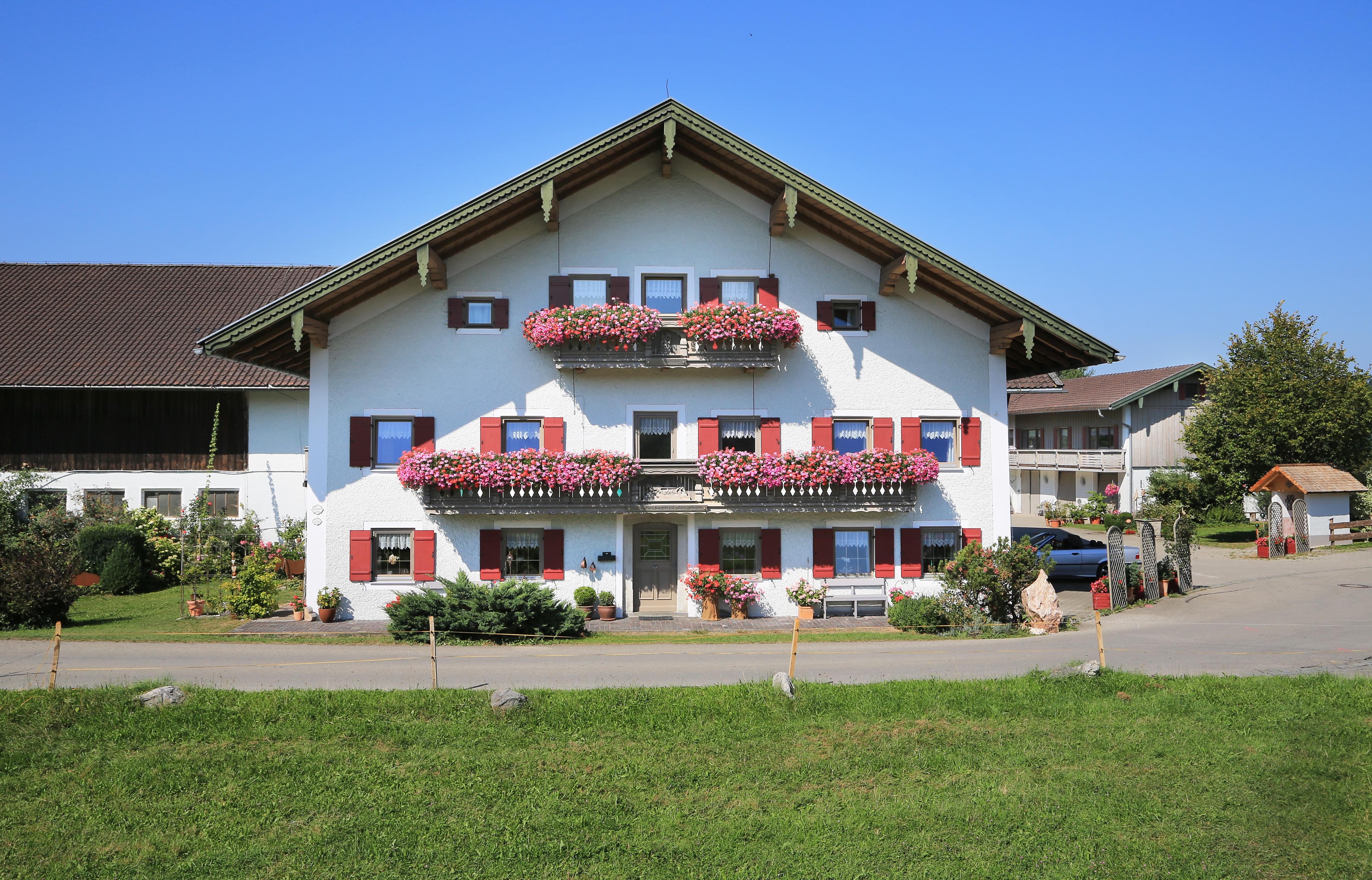 Heutauer Hof (DE Siegsdorf). Ferienwohnung 1   Oberbayern