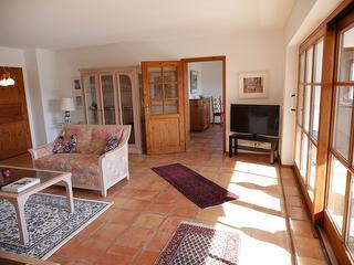 Blick vom Wohnraum ins Esszimmer