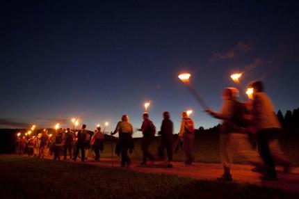 Advent, Advent ein Lichtlein brennt - Fackelwanderung zur Tregleralm mit Know-how aus der Sporttherapie