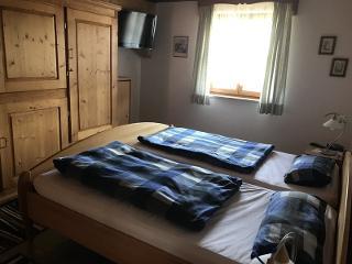 Die Schlafzimmer haben beide einen TV