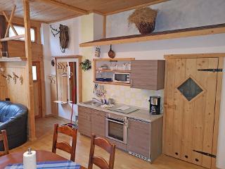 Küchenzeile ferienwohnung-almstadl-fetznhof-grassau-chiemgau-landpension-2