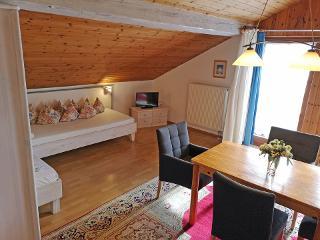 Zusatzbetten mit Tisch  ferienwohnung-almstadl-fetznhof-grassau-chiemgau-landpension