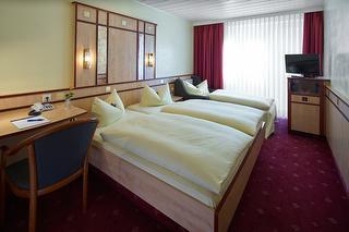 Doppelzimmer plus Extrabett / Urheber: Hotel Alfa GmbH / Rechteinhaber: © Hotel Alfa GmbH