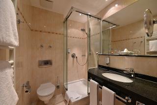 Badezimmer Classic Doppelzimmer Best Western Plus Hotel Erb