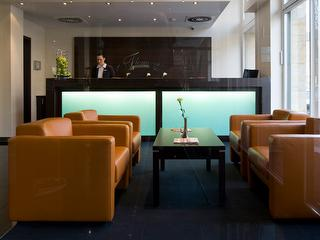 Rezeption / Urheber: Fleming's Hotel Frankfurt-Hamburger Allee / Rechteinhaber: © Fleming's Hotel Frankfurt-Hamburger Allee