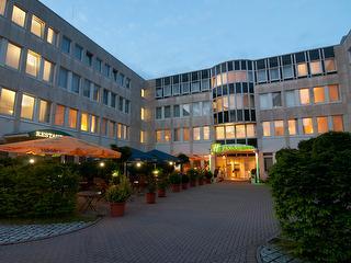 Terrace and Main Entrance at Dawn / Author: Holiday Inn Frankfurt Airport-Neu-Isenburg / Copyright holder: © Holiday Inn Frankfurt Airport-Neu-Isenburg