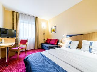 Double Room / Author: Holiday Inn Express Frankfurt Airport / Copyright holder: © Holiday Inn Express Frankfurt Airport