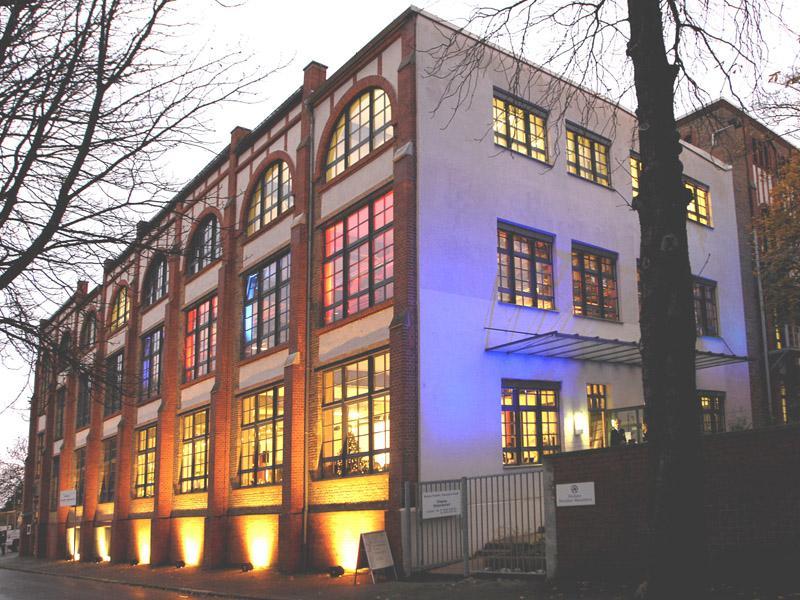 cd03936556d8a5 Höchster Porzellan-Manufaktur GmbH   Author  Höchster Porzellan-Manufaktur  GmbH   Copyright holder