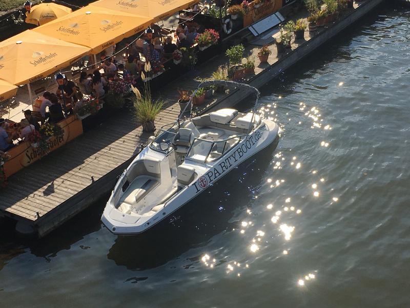 304759a76ebec3 ... Jet Boot Action Tour - Frankfurt am Main   Author  Partyboot Deutschland  GmbH   Copyright ...
