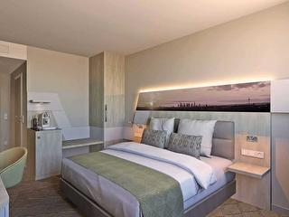 Guest Room / Author: Holiday Inn Frankfurt Airport / Copyright holder: © Holiday Inn Frankfurt Airport