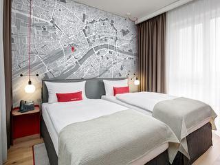 Zimmer / Urheber: Intercity Hotel Frankfurt Hauptbahnhof Süd / Rechteinhaber: © Intercity Hotel Frankfurt Hauptbahnhof Süd