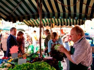 Quatsch mit grüner Soße - mit einem Marktweib durch Kassel / Urheber: Kassel Marketing GmbH / Rechteinhaber: © Kassel Marketing GmbH