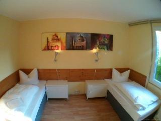 Ein Einzelbett im 4 Bett Zimmer - Backpacker - geschlechtergetrennte Gemeinschaftsbäder