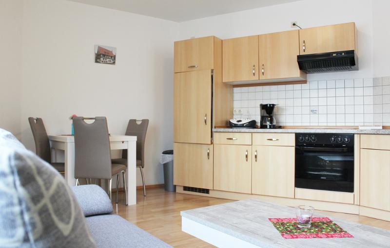 9B Nr. 1 - Küchenzeile mit Essecke